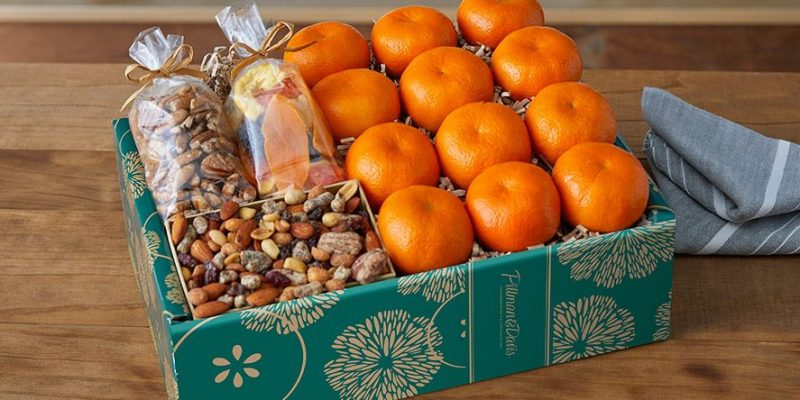 Pittman and Davis | Tangerines & Treats Gift Box | Our fresh-picked Tangerines are healthy yet sweet, easy to peel, seedless, and sized just right for lunches and snack